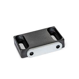 GN 4470 Magnetverschlüsse, mit gummierter Haftfläche Form: C2 - Haftfläche seitlich, mit Langloch<br />Kennzeichen: F - mit Anschlagblech, mit Senkbohrung<br />Oberfläche: SW - schwarz, RAL 9005, strukturmatt